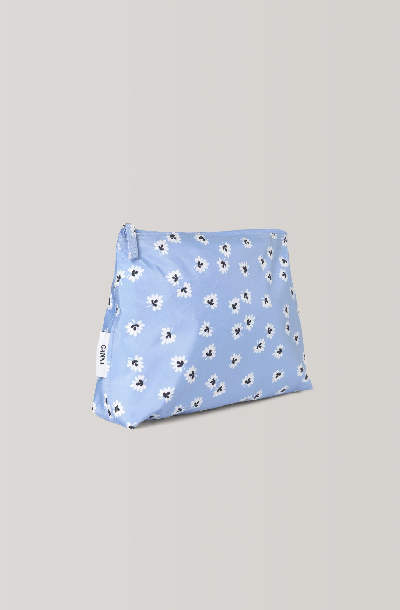 06630f0a Toilet case with print and zip-fastening. Fully lined inside featuring  inner pockets for. Gå til