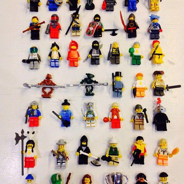 Så er der fyldt op af LEGO figurer 1 stk. 15.- 2 for 25.- Secondhand Legetøj, Frederikssundsvej 169, 2700 Brønshøj #lego #figurer #secondhand #secondhandlegetøj