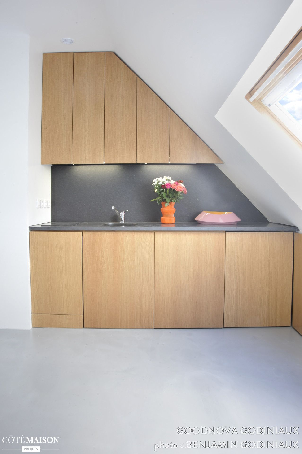 Restructuration d'un studio sous les toits en deux pièces compact pour 38 000 euros, goodnova godiniaux - Côté Maison