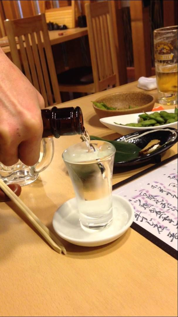 How to Pour Sake in Japan...can't wait to visit!!!