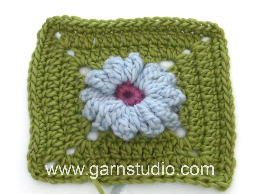 DROPS Crocheting Tutorial: How to work the square to Daisy - Mystery Blanket