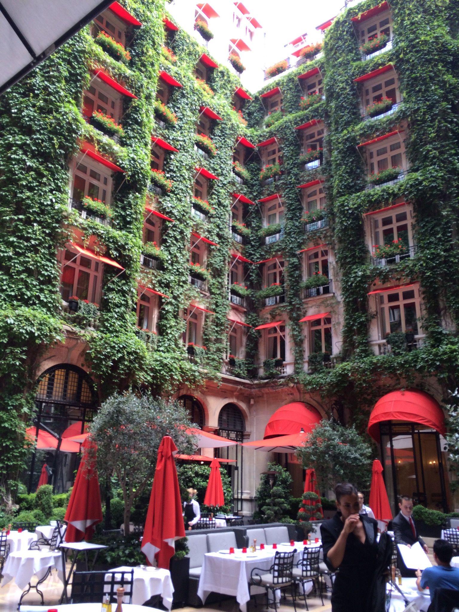 Paris Hotel Plaza Athenee Avenue Montaigne