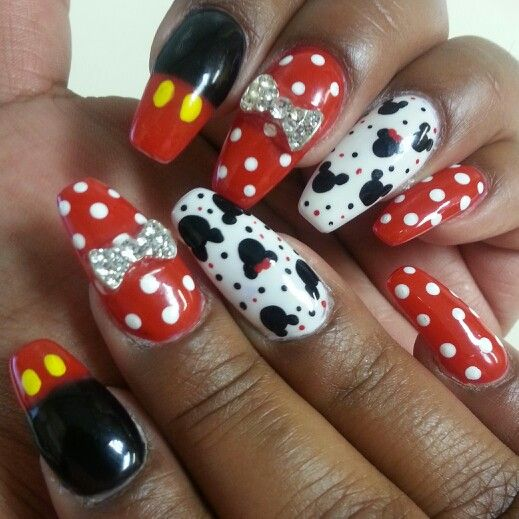 Squaletto Coffin Mickey Minnie Mouse Nails With Gel Polish 45 Minnie Mouse Nails Mickey Nails Disney Nails