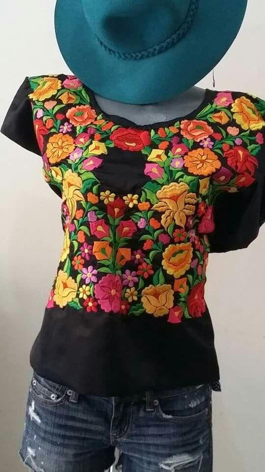 Hermoso huipil bordado ambos lados de Oaxaca $1550 en makeawish.com.mx