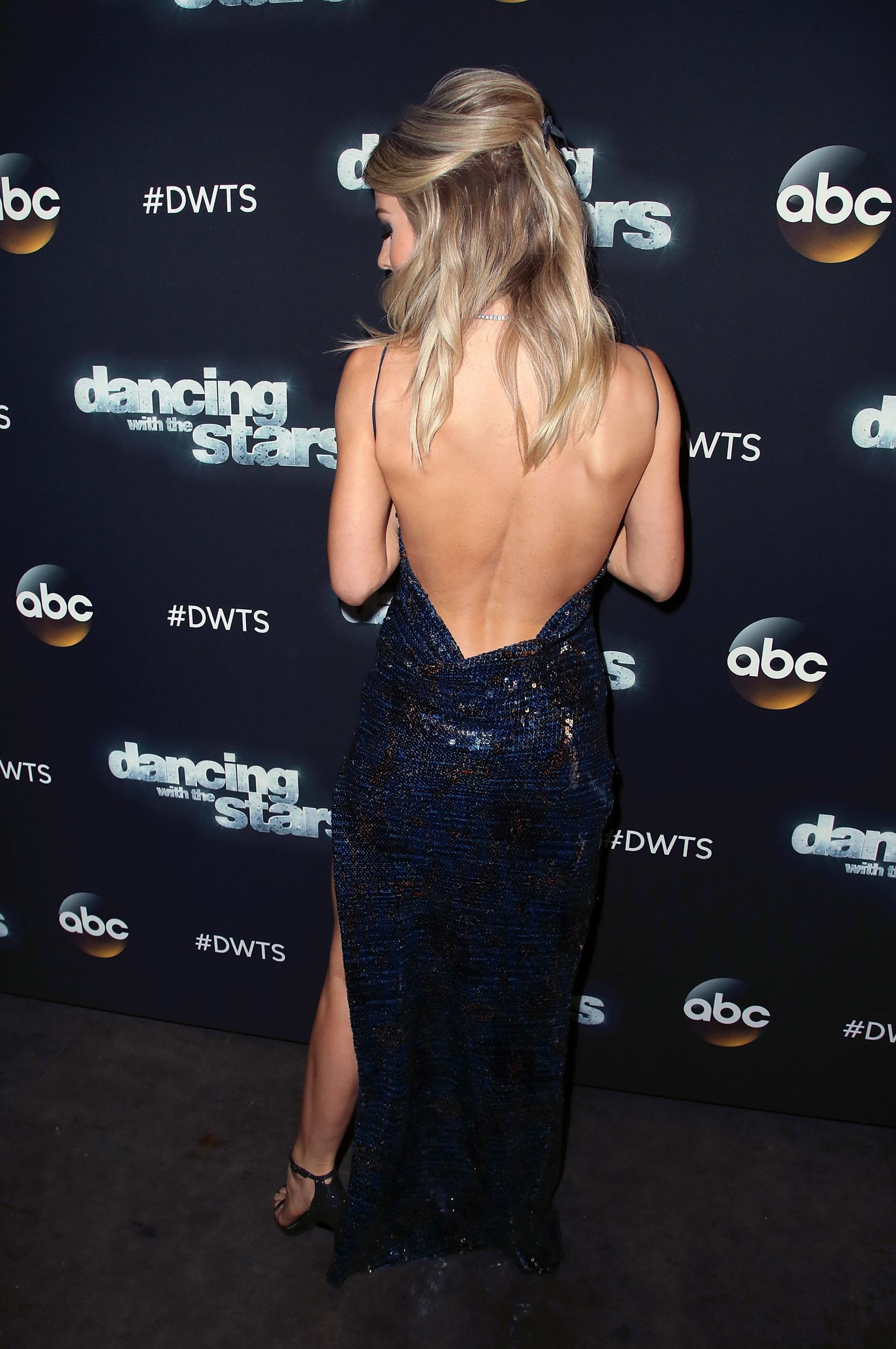 Work it! Julianne Hough sizzles in sparkly floor-length gown that shows off a lot of skin #juliannehoughstyle While we sure miss her out on the dance floor, Julianne Hough gave quite a performance on the Dancing With the Stars red carpet on Monday night! #juliannehoughstyle