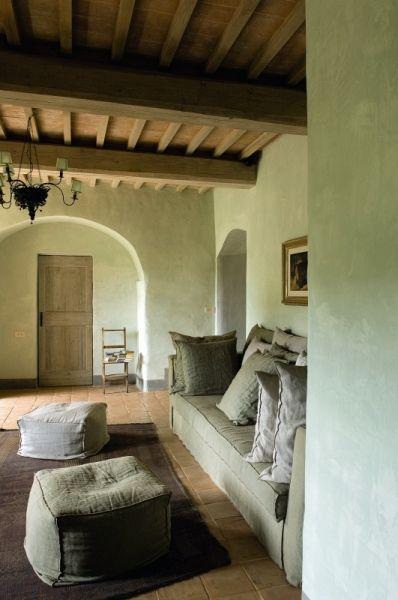 Pareti Color Terra Di Siena.Colore Verde Naturale E Divano Forma E Colore Idee Per Decorare La Casa Case Italiane Arredamento