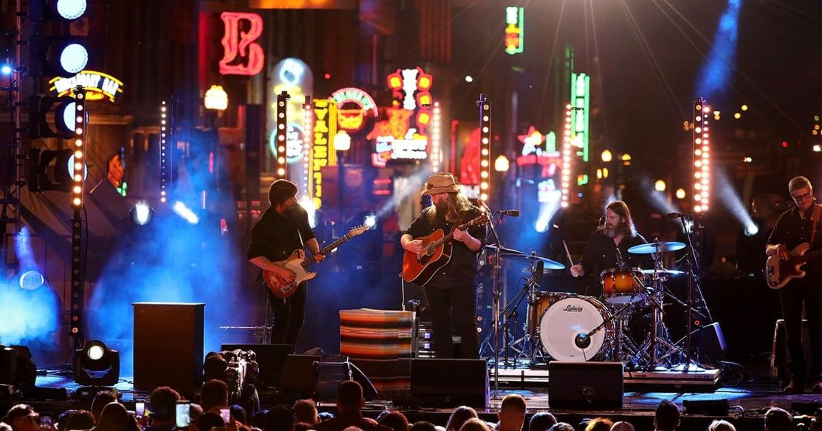 Chris Stapleton Closes Down Nashville's Broadway to Sing 'Millionaire'  ||  Country star performs his popular love song for the CMT Music Awards https://www.rollingstone.com/country/news/chris-stapleton-sings-millionaire-on-the-cmt-awards-w521224