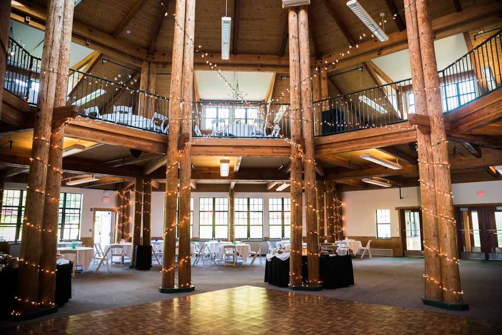 Click through to see more ideas for your Mount Sunapee Lodge wedding!