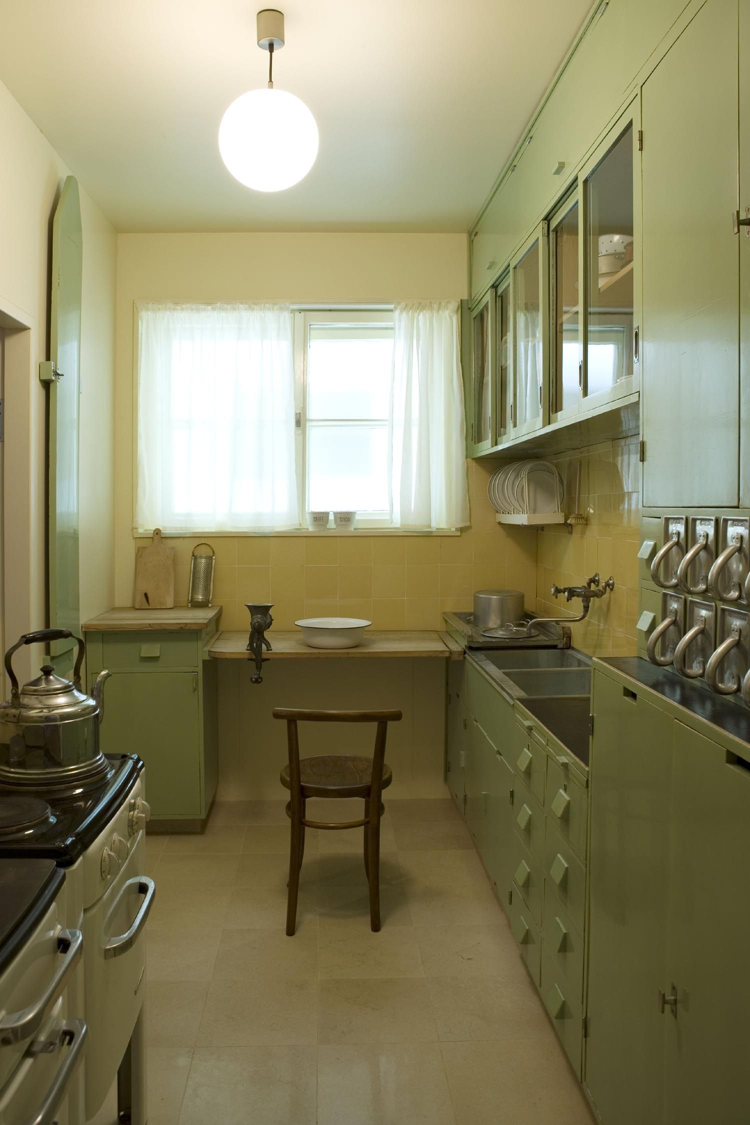 Frankfurt kitchen margarete sch tte lihotzky 1926 the for Design museum frankfurt