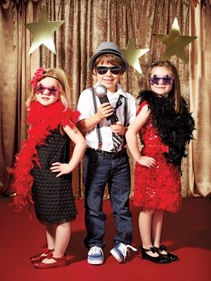 Red Carpet party ideas for #BirthdayPhotoBooth!   Gold cloth + A few Gold Stars. Simple and photographs beautifully!  Brilliant!