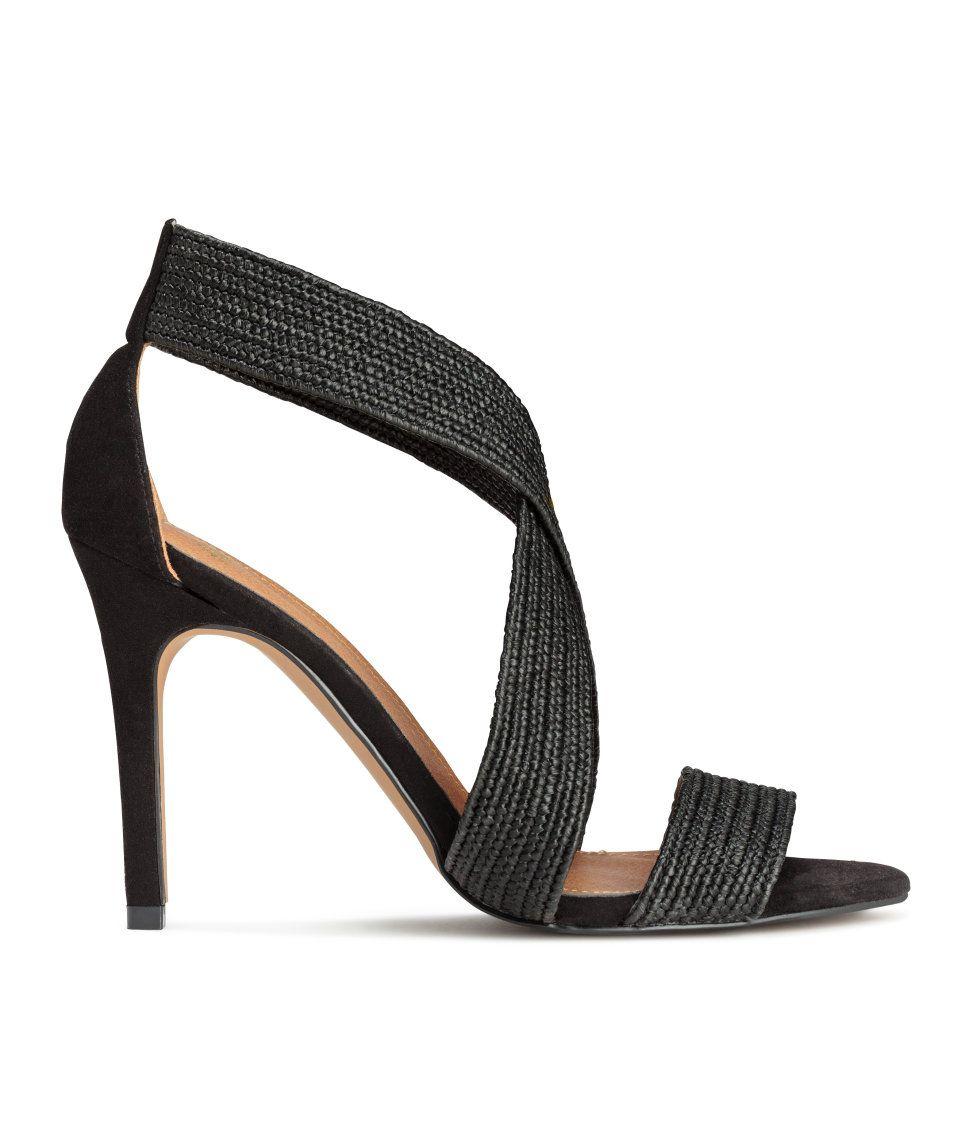 Sieh's dir an! Sandaletten aus Velourslederimitat mit bezogenem Absatz und elastischen, geflochtenen Riemen. Innensohle aus Lederimitat. Laufsohle aus Gummi. Absatzhöhe 10 cm. – Unter hm.com gibt's noch viel mehr.