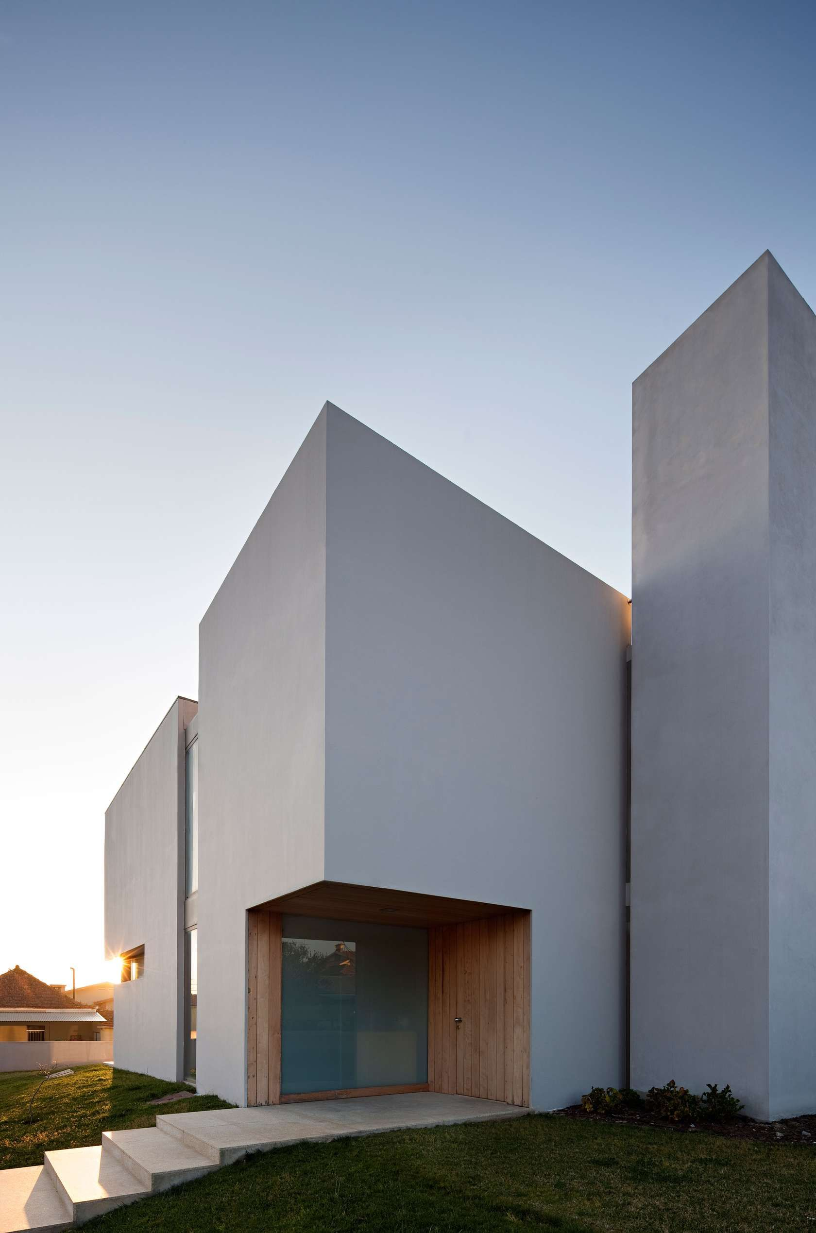 Where is the paramos house in the coastal area of the - Maison ribatejo y atelier nuno lacerda lopes ...