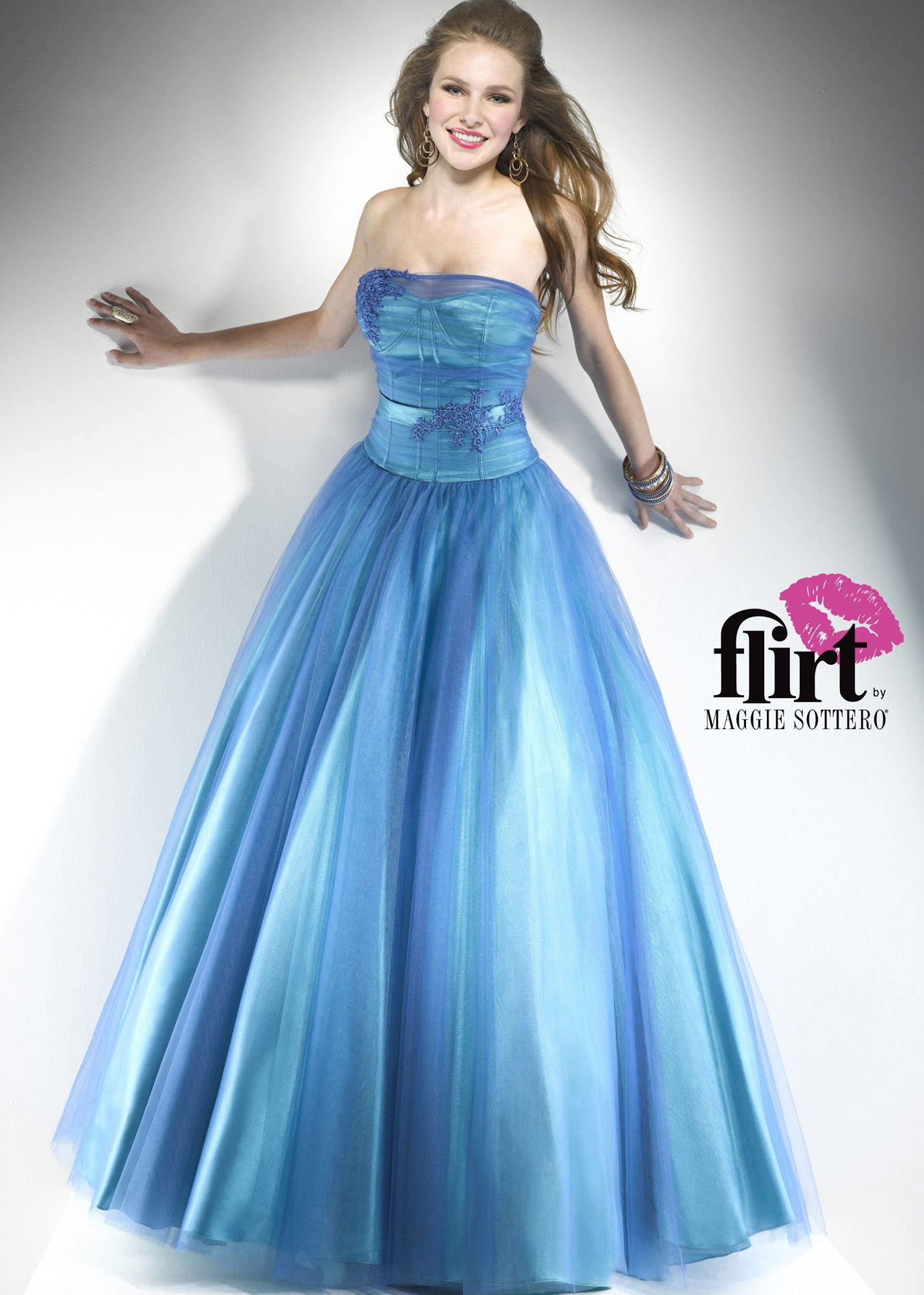 This prom dress reminds us of Alice in Wonderland! - Flirt by ...