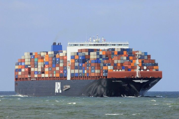 Container Ship Apl Vanda Runs Aground Off Cowes Uk Ship Yacht Boat Boat