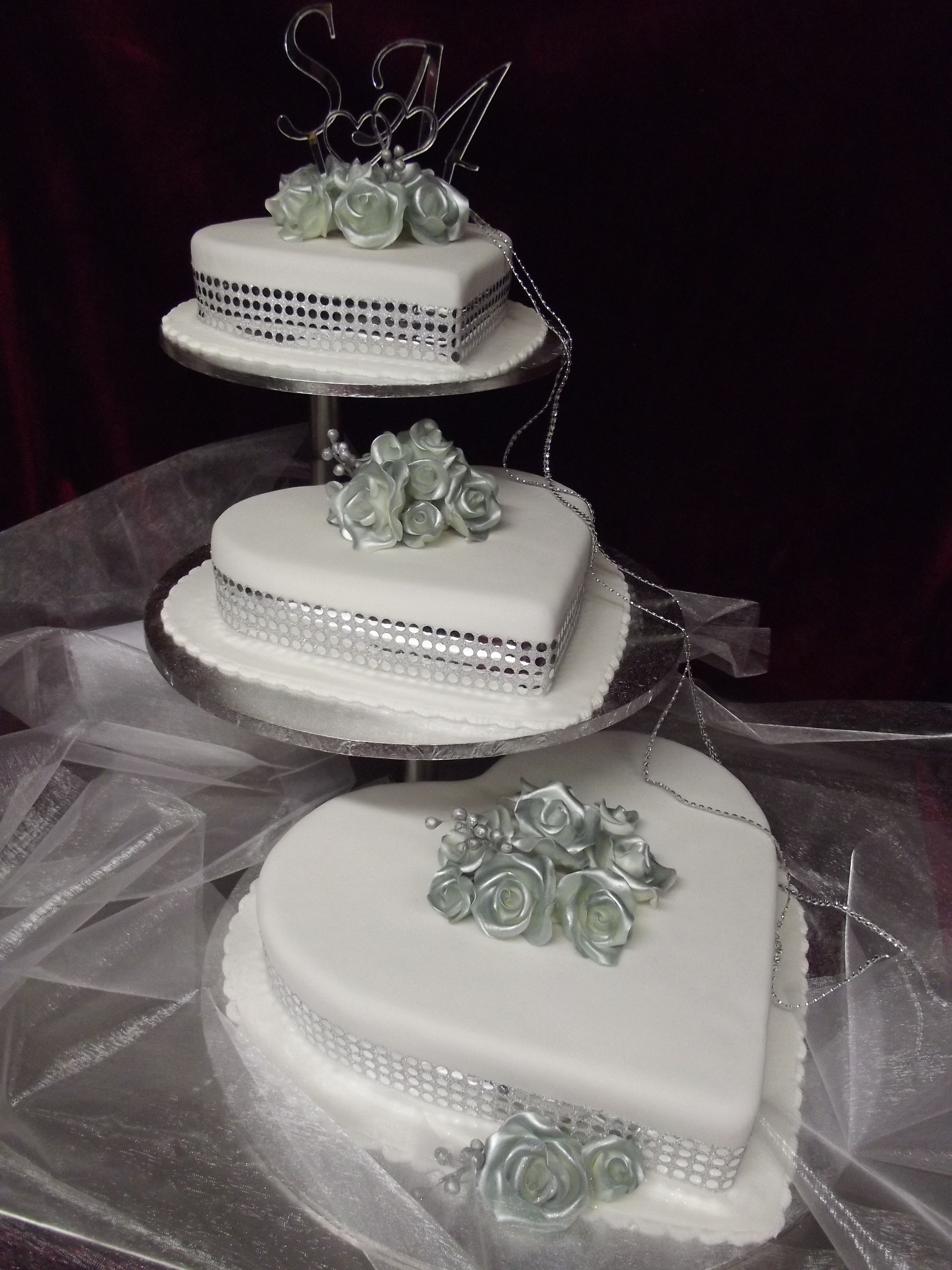 Floating Cake Stand Wedding Cakes : floating, stand, wedding, cakes, Website:, Www.frescofoods.co.nz, Heart, Shaped, Silver, Roses, Floating, Stand., Price, Ra…, Wedding, Cakes,, Stands,