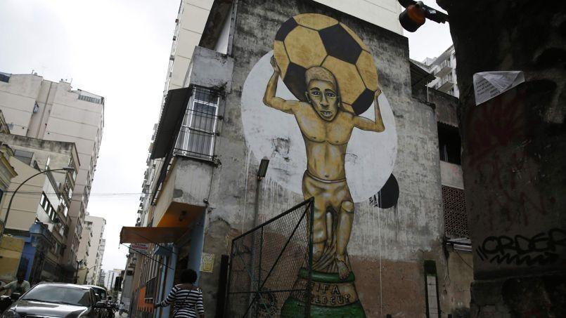 Un graffiti faisant référence au Mondial 2014, à Rio de Janeiro.