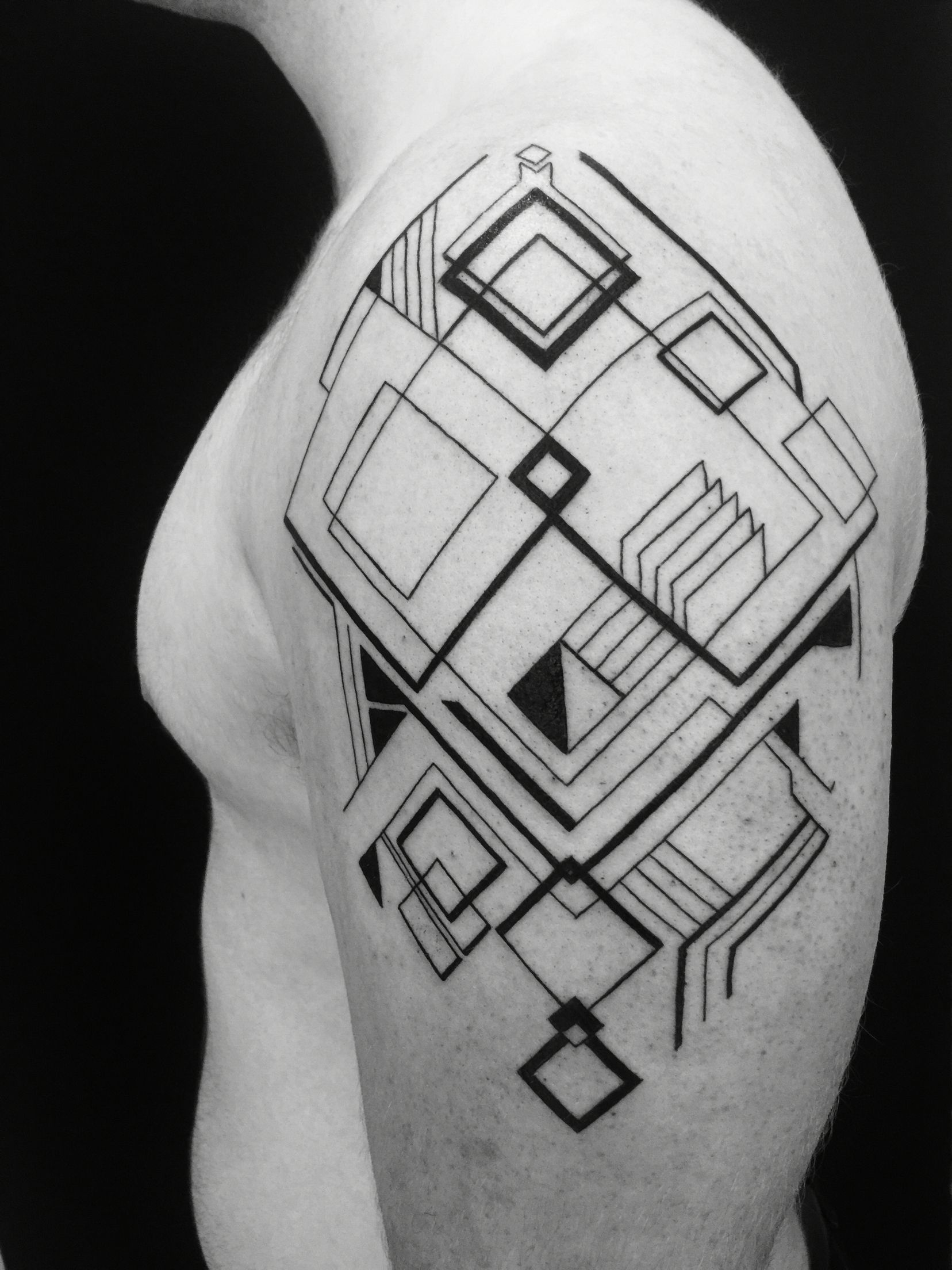 1a9e61500 Geometric linework Shoulder Tattoo Design | Tattoo | Geometric ...