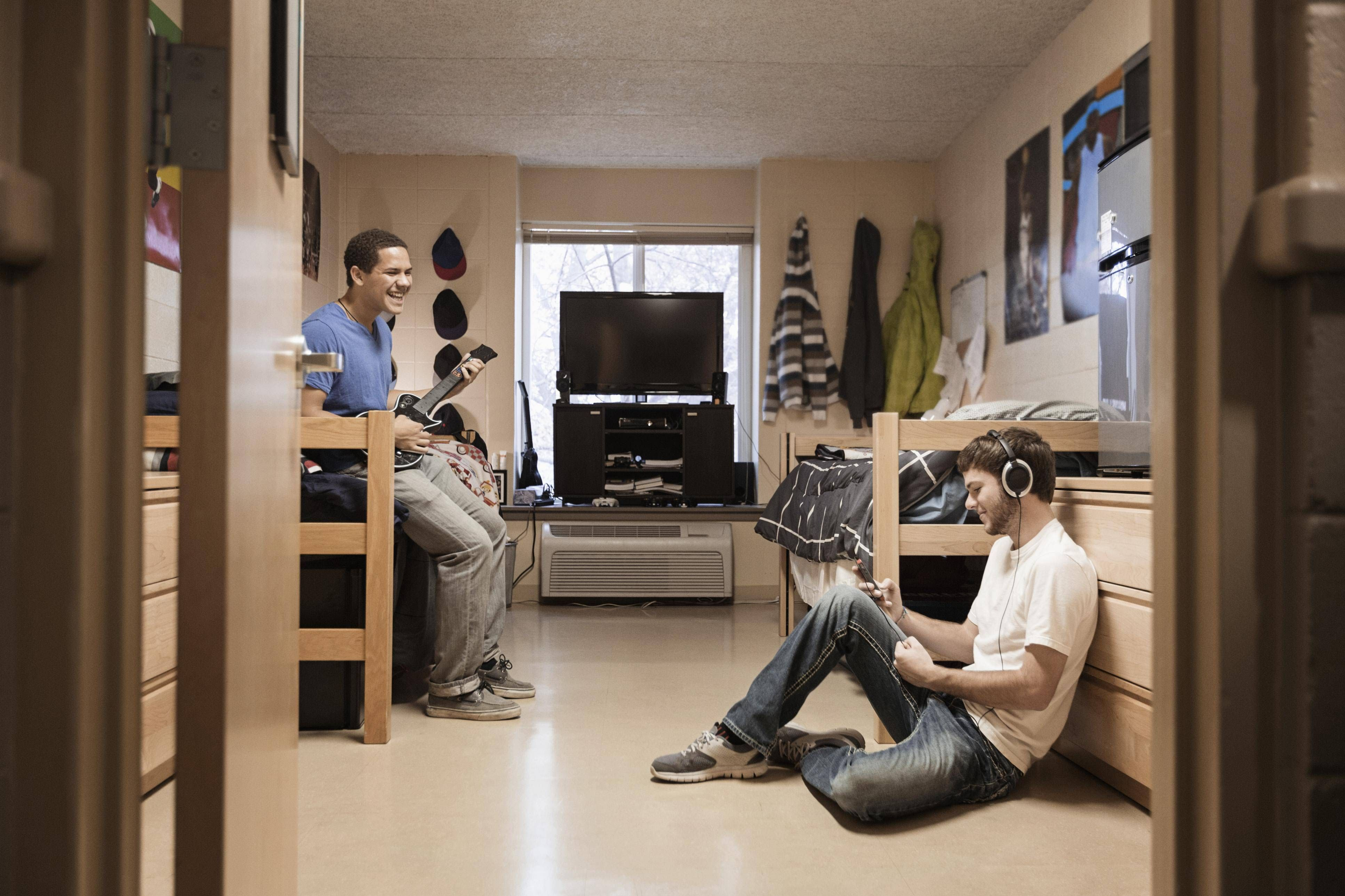how to find a college roommate off-campus