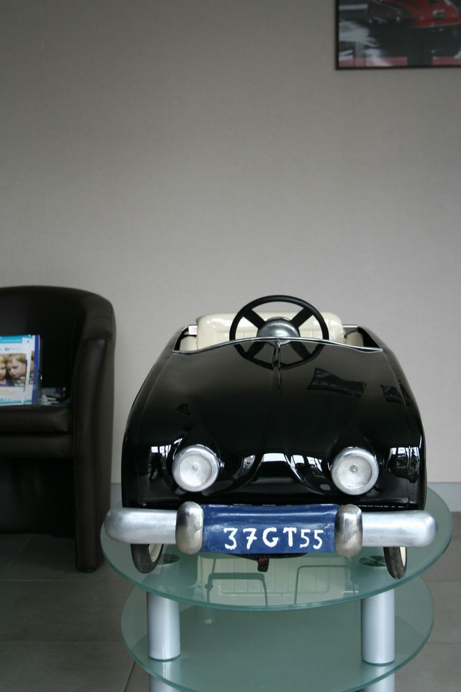 voiture a pedale renault grande dauphine pedal cars pedal cars cars cars motorcycles. Black Bedroom Furniture Sets. Home Design Ideas