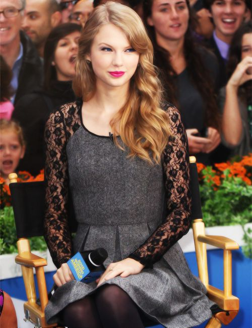 Tswift { I am in love with that dress, I must have it }