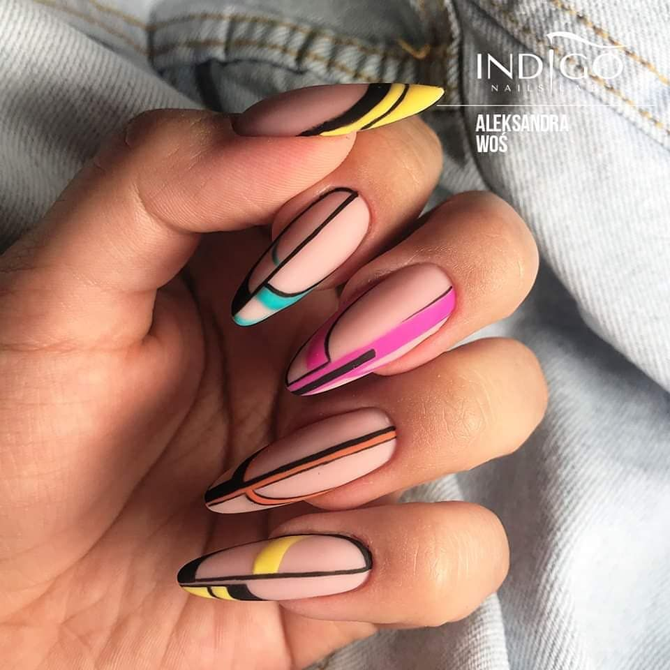 Le Unghie Autunno Inverno 2019 2020 Hanno Linee Geometriche Glam Scoprite La Nail Art Del Momento Con Le Foto Degli St In 2020 Lines On Nails Line Nail Art Lace Nails