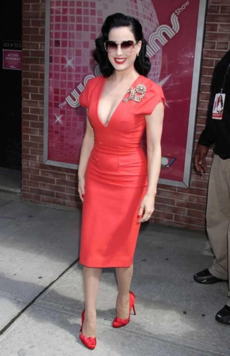 a38a4234d 8 Tips on How to  Dress like Dita Von Teese ...