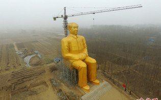 Chineses gastam R$ 1,8 bilhão em estátua de ouro bizarra de ex-presidente
