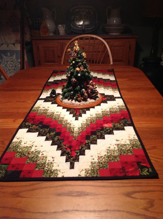 christmas bargello table runner by krasoskiskrafts on etsy quilting rh pinterest es