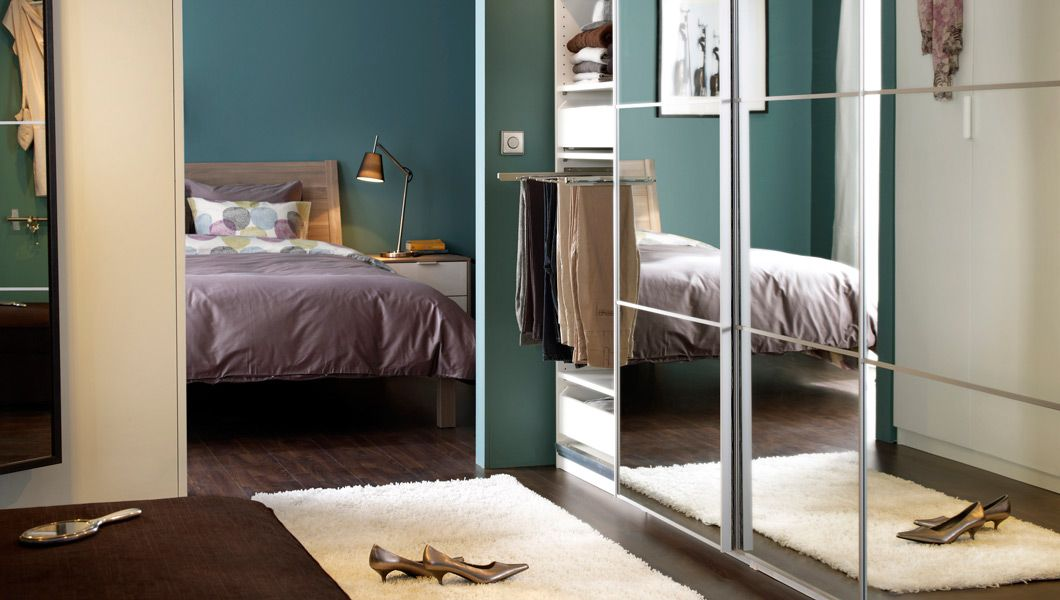 IKEA; ein Schlafzimmer mit NYVOll Bettgestell in Hellgrau mit 3 - schlafzimmer hellgrn