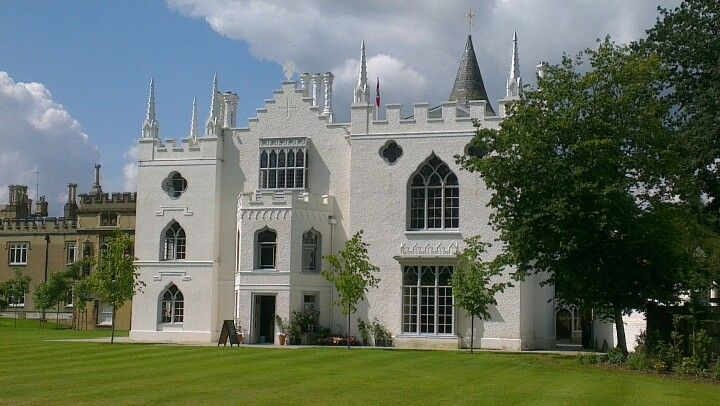 This Gothic Castle Is Strawberry Hill House Situated In Twickenham London In 2019 Strawberry Hill House Townhouse Exterior London Townhouse
