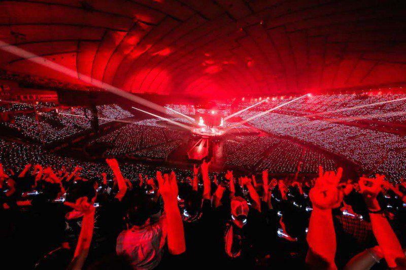 babymetal vídeos e fotos de shows em arena para 55 mil pessoas