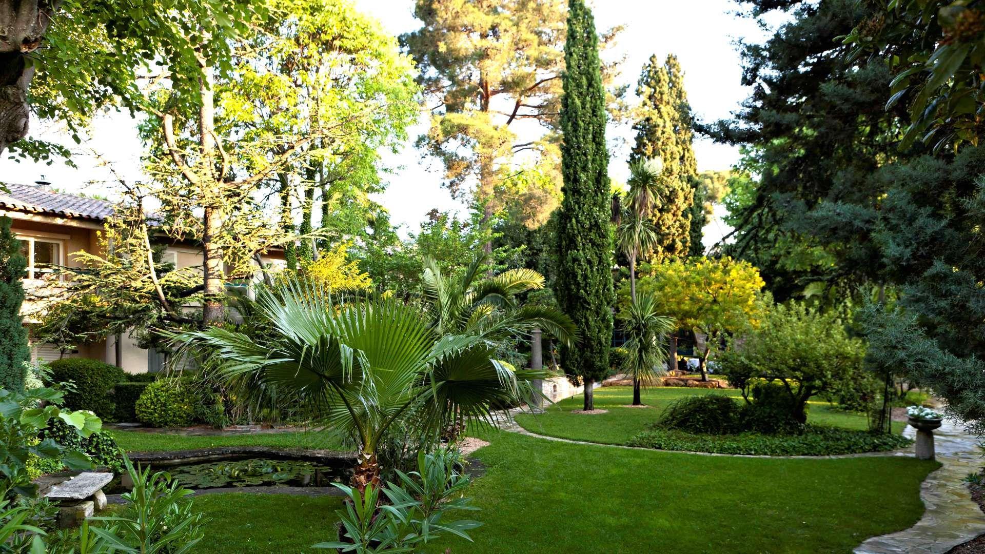 Najeti Hotel La Magnaneraie Avignon 99 La Nuit Pour 2 Historic Hotels Service Trip Avignon