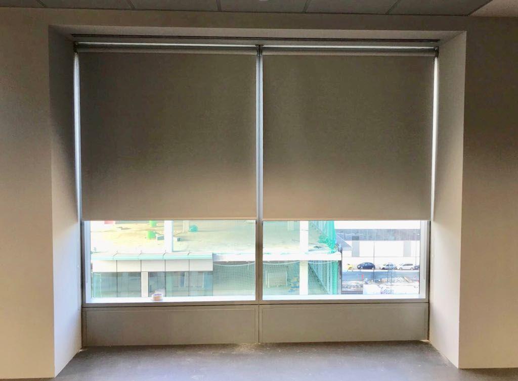 Cortinas de oficina enrollables con cadeneta con - Cortinas para oficinas ...