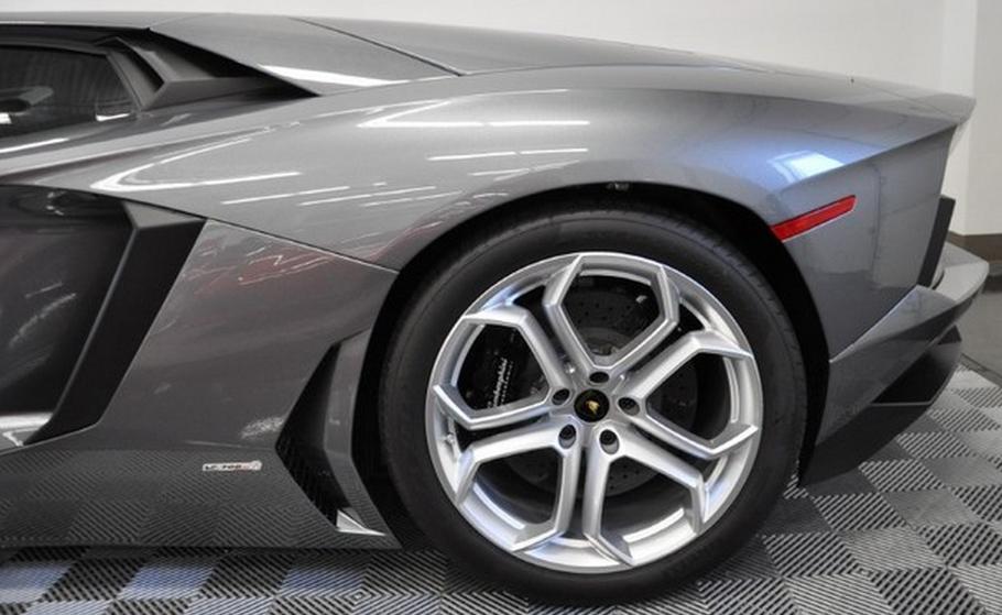 The intimidating edge of the Lamborghini Aventador! #spon