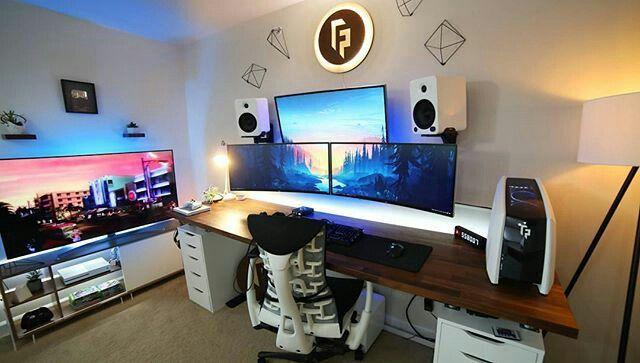 office computer setup. Pc Setup, Office Desk Ideas, Layout, Organisation, Computer Gaming Setup S