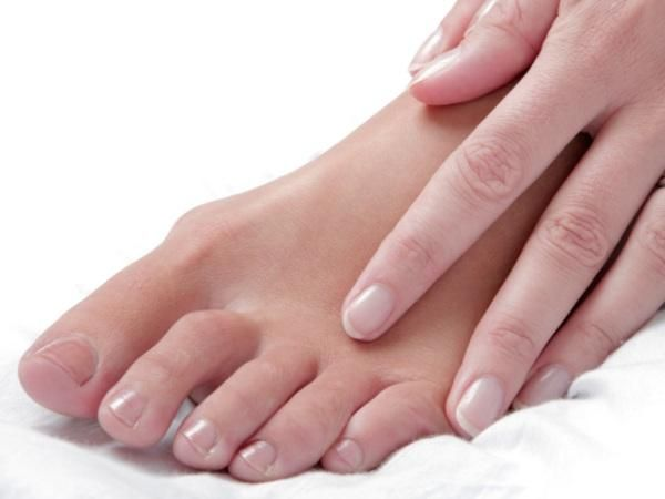 cracked feet nail fungus