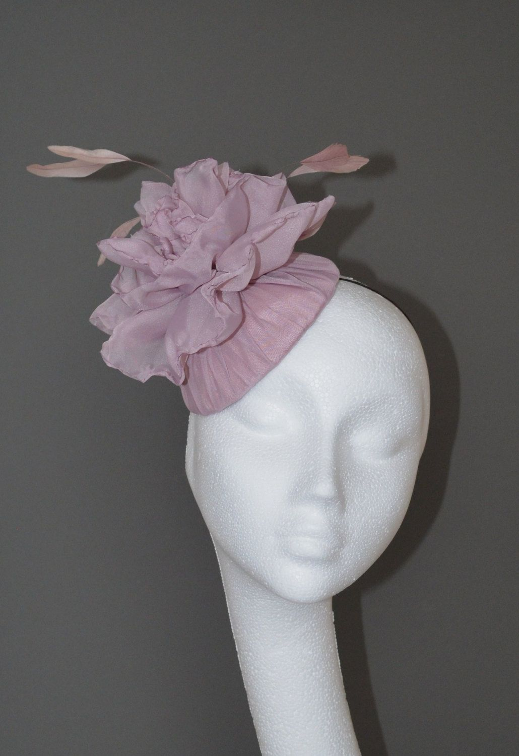 Dusky pink flower hat. Pink wedding hat. Pink flower fascinator. Pink  flower hat. Pink bridal hat. Pink Ascot hat. Pink Derby hat. by  jaracedesigns on Etsy bd4939e0a01