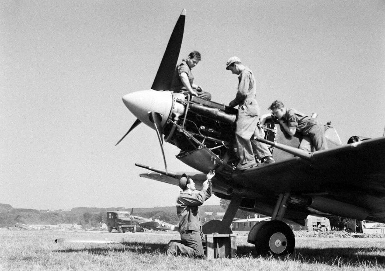 Pin by HRWD B on USAAF Ground Crew Aircraft maintenance