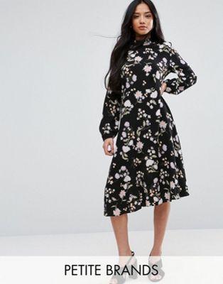 cce5dddcf8 New Look Petite Floral Long Sleeve Midi Dress
