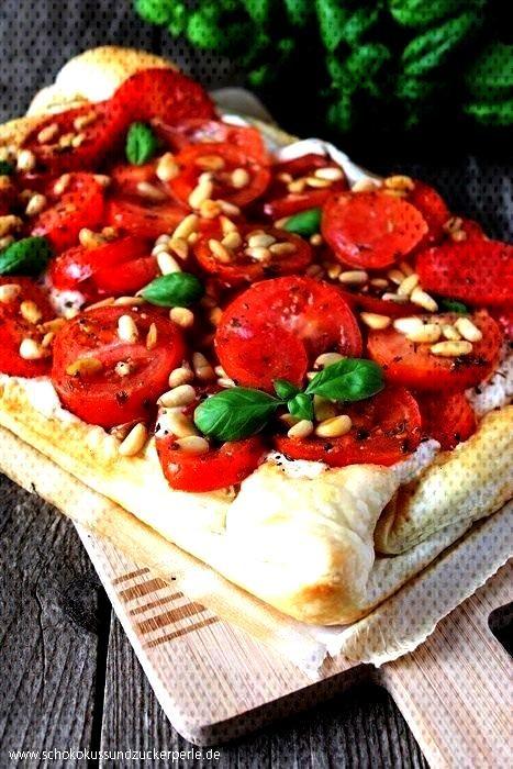 ricotta tart with pine nuts • Chocolate focus and sugar pearl - Tomato and ricotta tart with pin