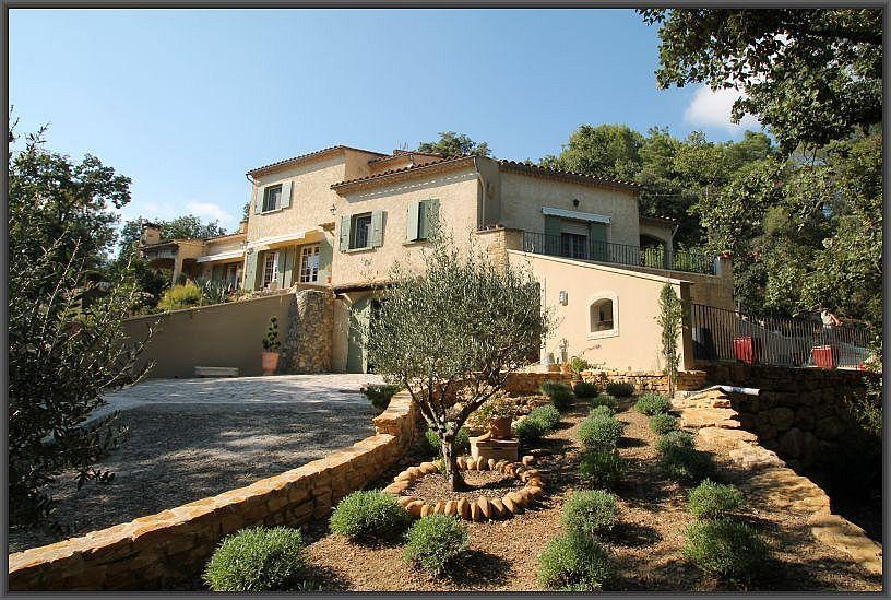 Villa sur grand parc situé entre Ardèche et Gard, pouvant accueillir