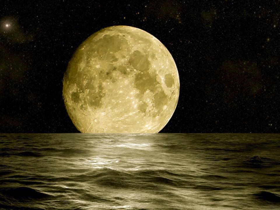 Full Amazing Moon in Cable Beach, Broome, WA Australia !