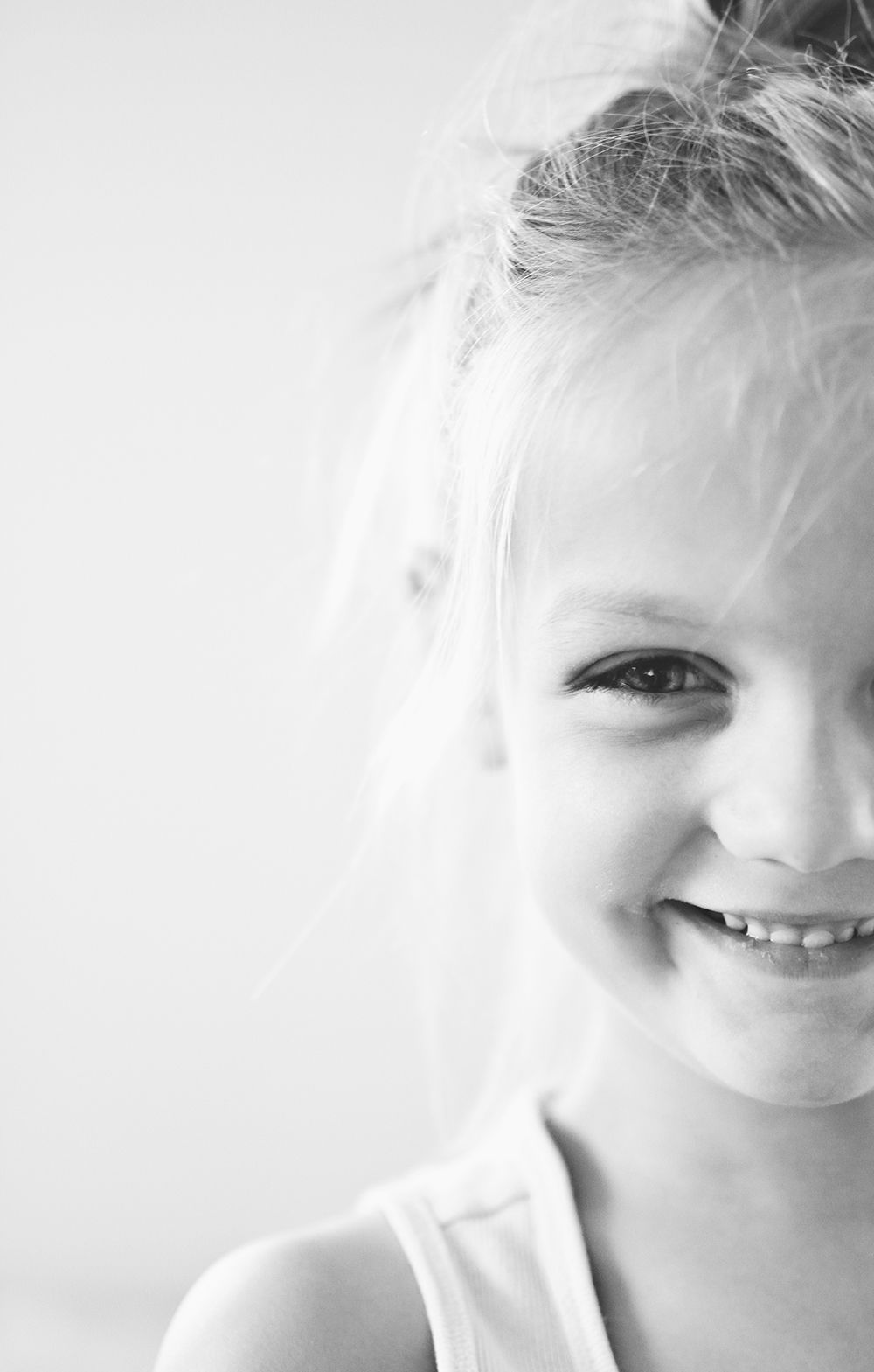 Black and white child photography with unique framing. | pictures ...