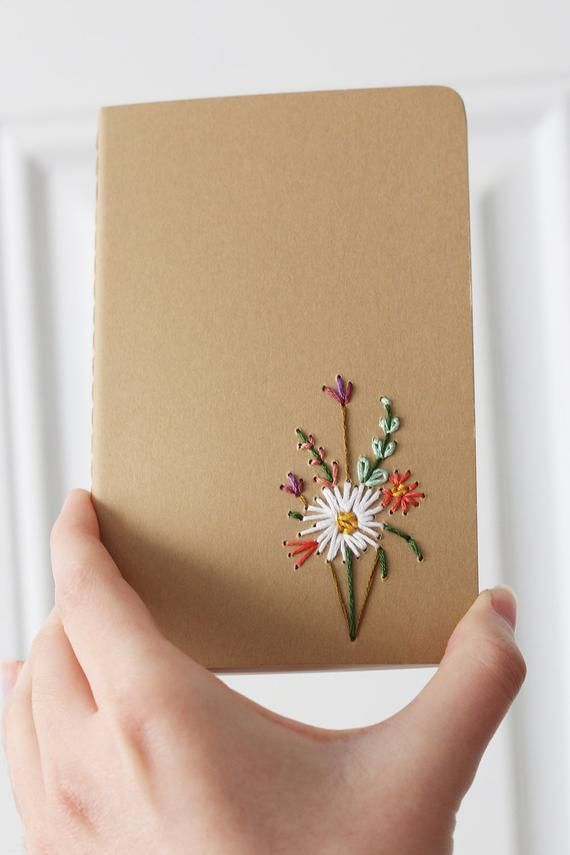 Carnet de poche moleskine brodé à la main Blanca Dalia   – Notebooks and sketchbooks