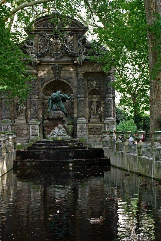 Medicis Fountain - Paris, Ile-de-France     *-*.