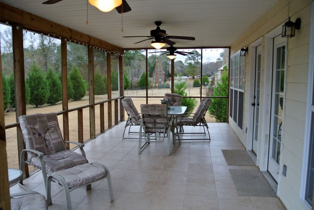How Much Does it Cost to Build a Screened Porch   Home ...