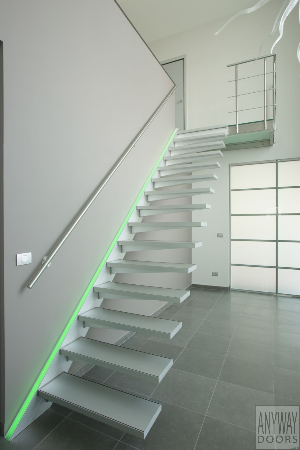 Zwevende trap in aluminium met rgb led verlichting led lighting ideas for staircases - Mezzanine verlichting ...
