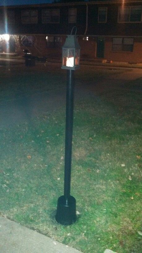 Halloween Lamp Post Prop From A Pvc Pipe And A Flower Pot