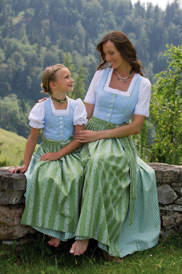 Hammerschmidt Mutter und Tochter im Partneroutfit mit