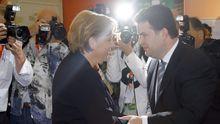GRIECHENLAND Wissen die, was sie tun? Erst lobt SPD-Chef Sigmar Gabriel das Referendum in Griechenland – dann kritisiert er es. Die Kanzlerin schweigt lieber ganz. Ist die Koalition noch Herr der Lage? VON LISA CASPARI